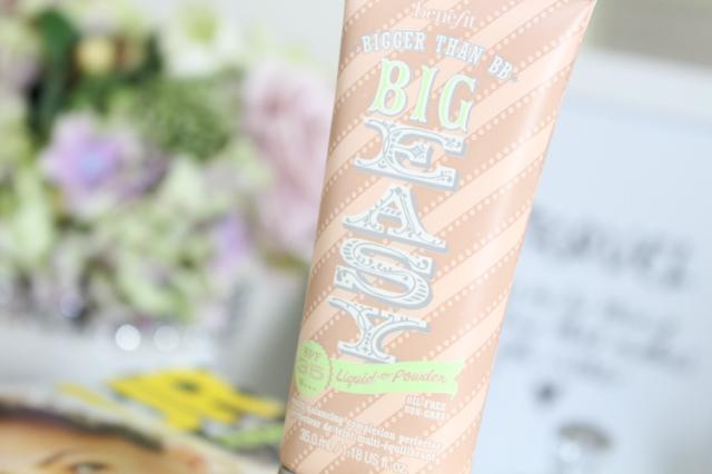 BB-Cream-Big-Easy-FPS-35-da-Benefit-resenha-maquiagem-borboletas-na-carteira-2
